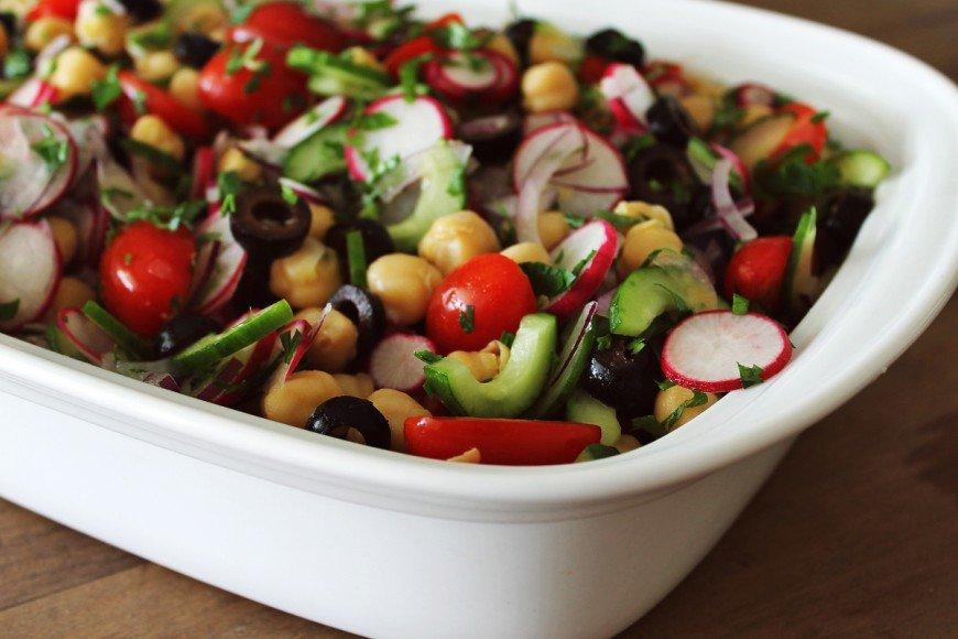 Salada grega com grão-de-bico e rabanete_F&F