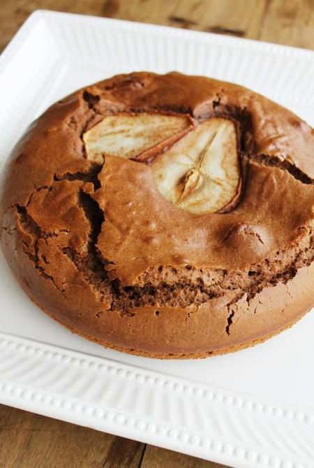 Bolo de chocolate com pera