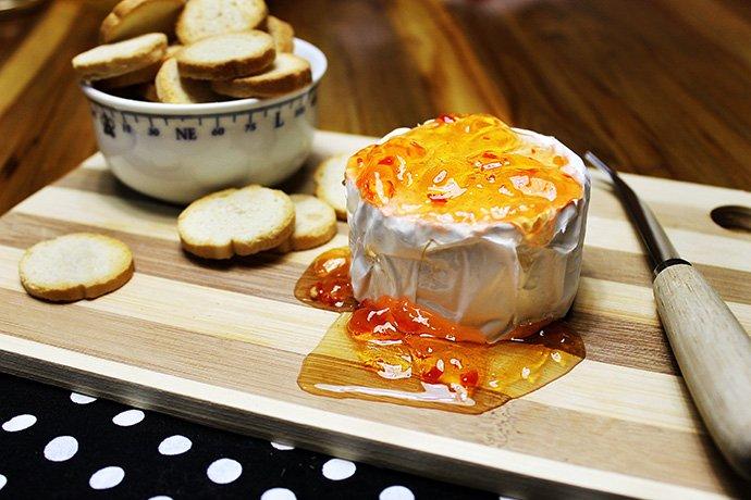 Camembert com geleia de pimenta