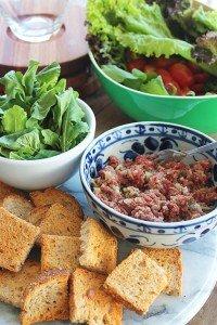 Steak Tartare com salada verde_F&F