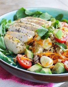 Filé de Frango em crosta de chia com salada de parafuso2_Figos & Funghis