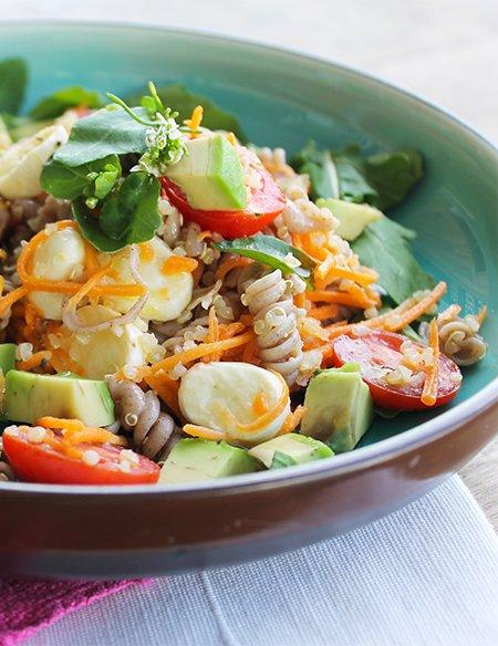 Filé de Frango em crosta de chia com salada de parafuso3_Figos & Funghis