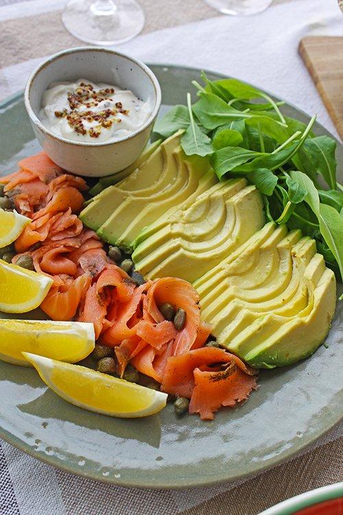 Salmão Gravlax com avocado e baby folhas_Figos e Funghis